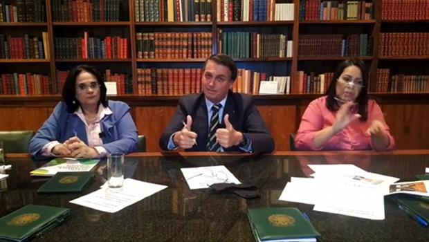 Enquanto quase 1 mil pessoas morrem por dia no Brasil, Bolsonaro não apresenta uma ação sequer para tentar conter avanço da doença, o que a história não perdoará | Foto: Reprodução/Facebook