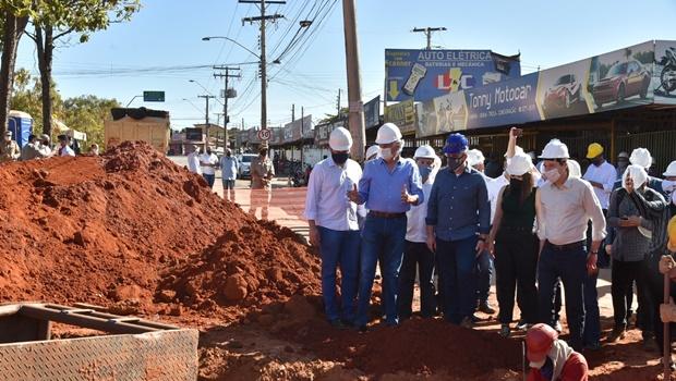 """""""É a solução do problema da água e do esgoto na cidade"""", diz prefeito de Aparecida sobre obras de saneamento"""
