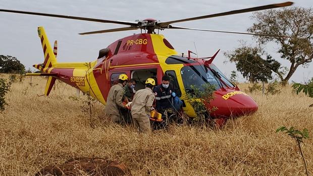 Homem esfaqueado é socorrido por helicóptero dos Bombeiros em Goiânia