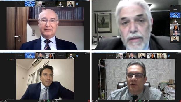 Fieg discute relações trabalhistas com ministro do TST e time de especialistas