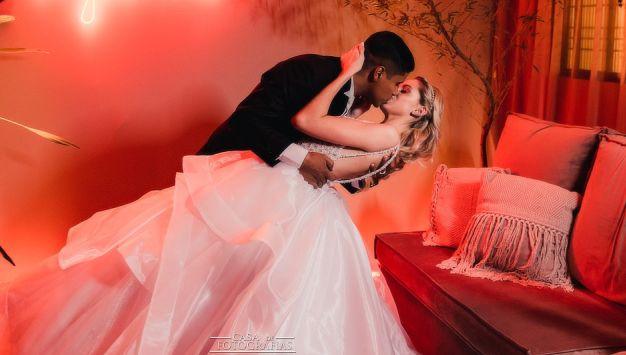 Com cerimônias alternativas, noivos driblam pandemia e realizam sonho do casamento