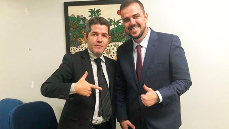 Delegado Waldir apoia reeleição de Gustavo Mendanha em Aparecida de Goiânia