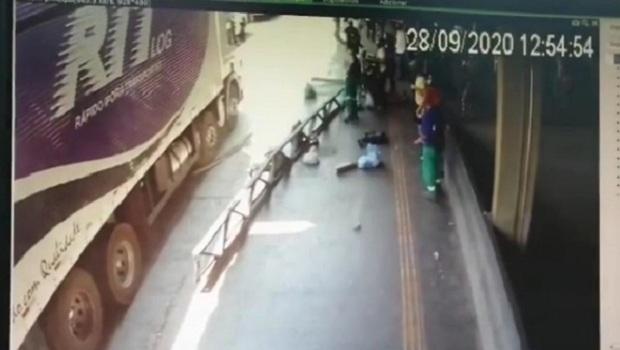Queda de estrutura metálica no Terminal Padre Pelágio deixa duas mulheres feridas