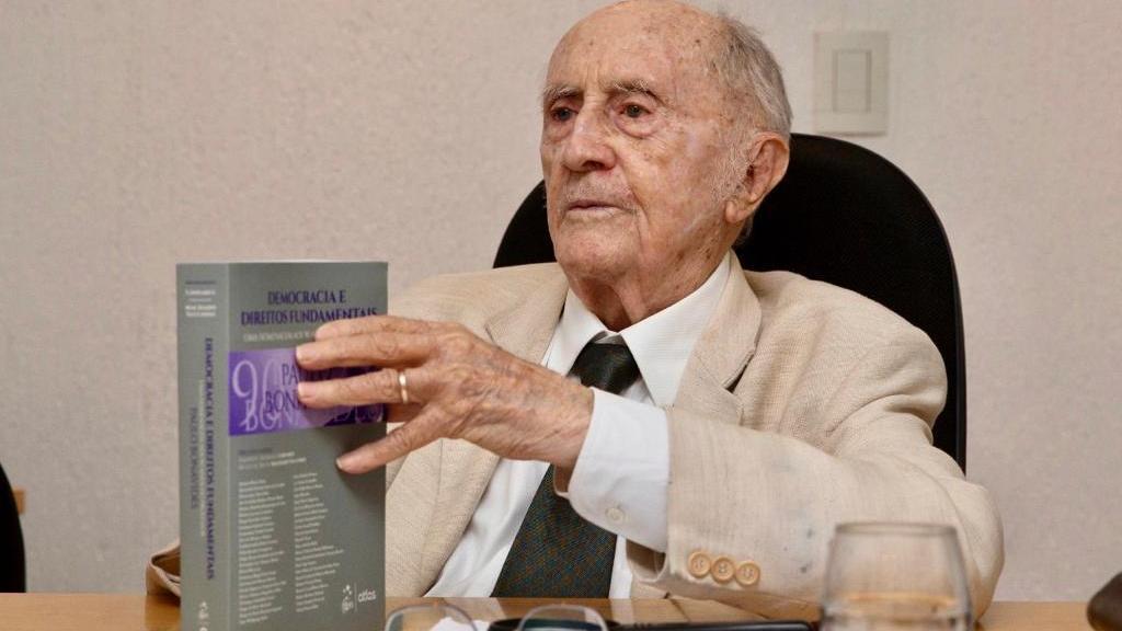 Jurista Paulo Bonavides morreu na sexta-feira, aos 95 anos
