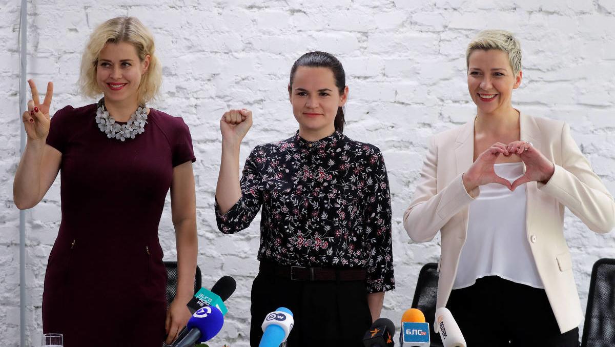 """Povo da Bielorrússia exige mudança mas o grupo no poder representa """"uma minoria armada até os dentes"""""""
