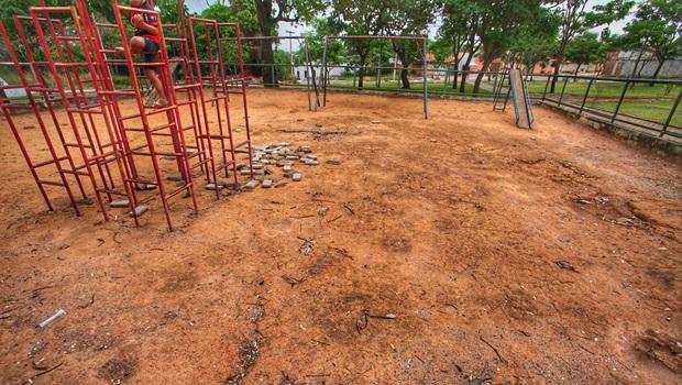 Abandono: moradores de Senador Canedo se queixam da falta de Saúde e saneamento no município