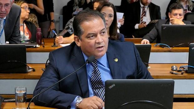 Senador Eduardo Gomes volta suas atenções para a política tocantinense