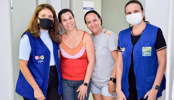 Gêmeas siamesas passam por tratamento para possível procedimento de separação