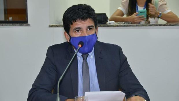 Deputado Prof. Júnior Geo apresenta PL que proíbe fidelização de contratos
