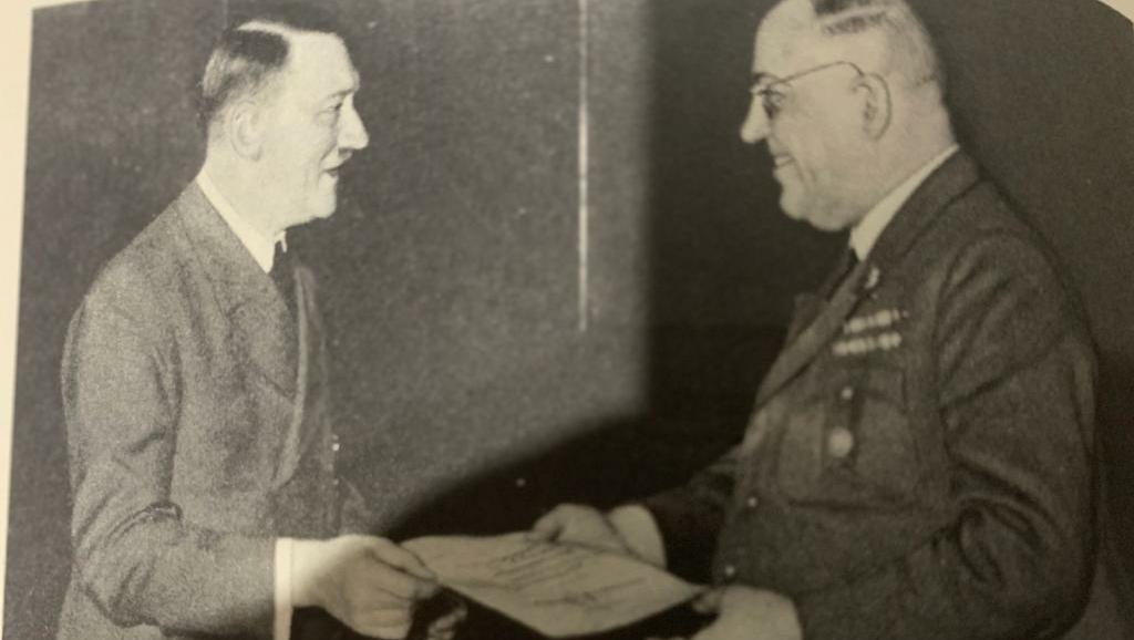 Livro revela que Hitler usava drogas ao mesmo tempo que levava a Alemanha à guerra e ao desastre