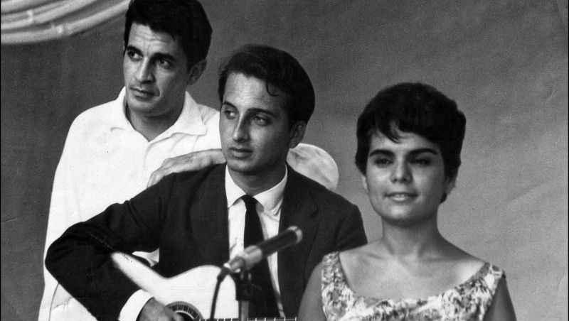 """""""O Barquinho"""" faz 60 anos e foi bem interpretada por Nara Leão"""