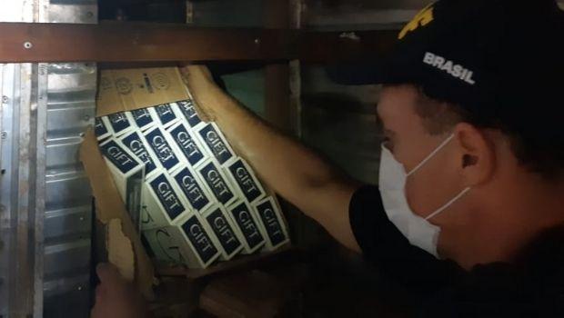 BR-050: PRF apreende caminhão com quase 30 mil maços de cigarros em fundo falso