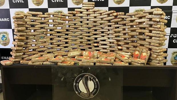 Homem é preso pela Polícia Civil com 251 peças de skunk em Caipônia