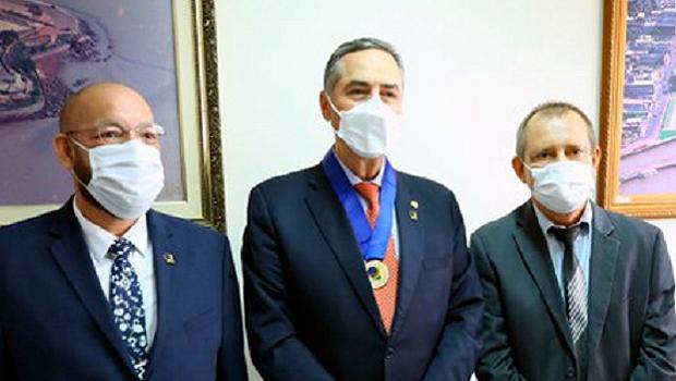 Em visita ao Amapá, Barroso recebe medalha do mérito eleitoral