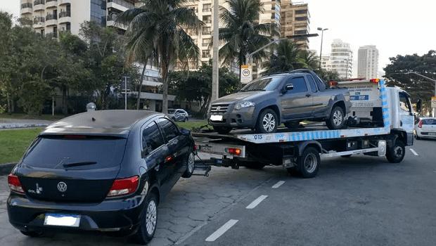 Prefeitura reboca 714 veículos nas orlas das praias no Rio de Janeiro