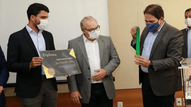 Jânio Darrot recebe homenagem da Fecomércio destinada a líderes empresariais e autoridades com vida de serviços prestados ao setor