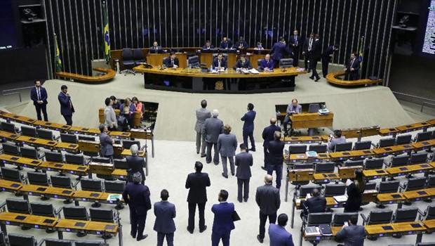 Câmara adia eleição para cargos em Mesa Diretora para quarta-feira
