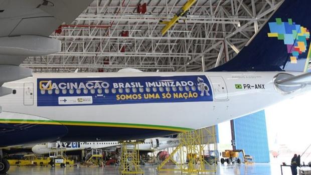 Adiado voo que buscaria  vacinas na Índia; Avião seguirá para Manaus com cilindros de oxigênio