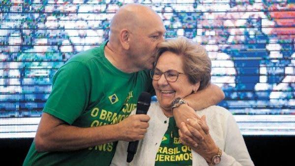 Dono da Havan, Luciano Hang tem alta do hospital; mãe segue internada