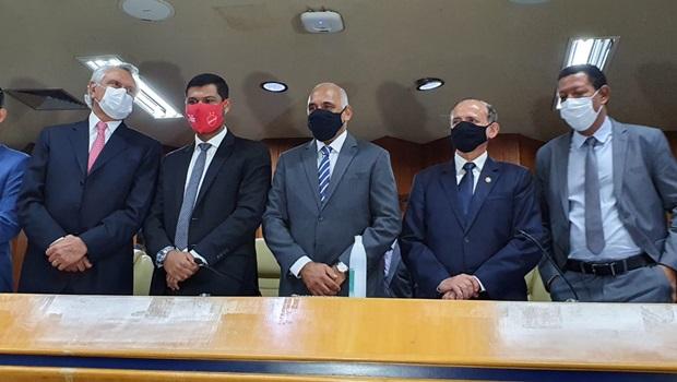 """""""Continuarei soldado fiel de Maguito"""", diz Rogério Cruz ao ser empossado prefeito"""