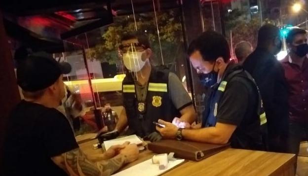 Operação fiscaliza cumprimento de decreto em bares e distribuidoras de Goiânia