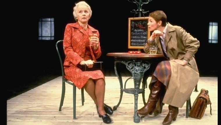 Impagável ver a atriz inglesa Glenda Jackson brilhando no teatro