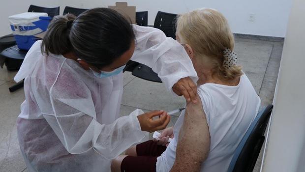 Senador Canedo vacina mais de 540 idosos em um só dia