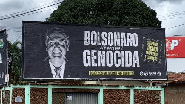 Outdoor 'Bolsonaro Genocida' é colocado na 5ª Avenida, em Goiânia