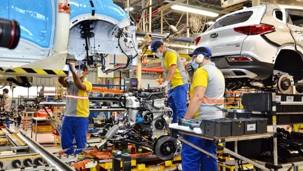 Retomada econômica surte efeito e Goiás cria 17.990 empregos em fevereiro
