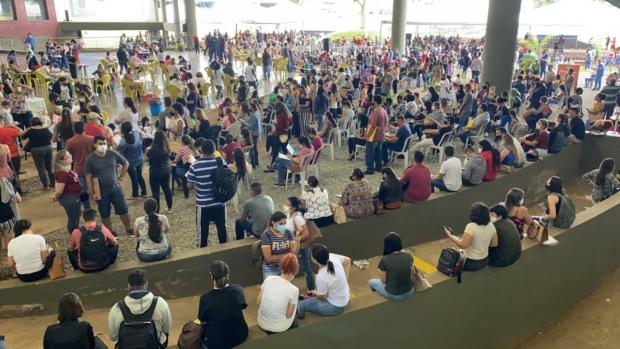 Em Goiânia, credenciamento para Saúde gera aglomeração no Paço Municipal
