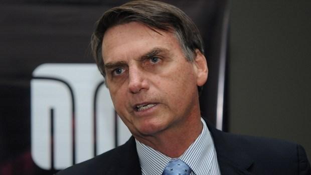 STF dá prazo de 15 dias para  Bolsonaro explicar declarações incentivando intervenção das Forças Armadas