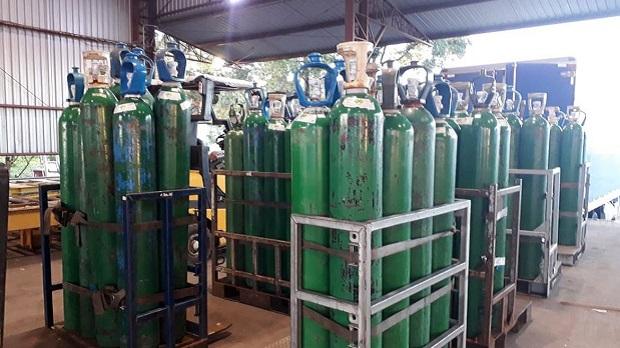 Municípios goianos trabalham com estoque de oxigênio e kit intubação no limite, diz presidente do Cosems