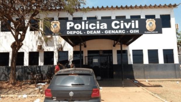 Polícia prende homem que tentou agredir esposa com marreta na frente da filha