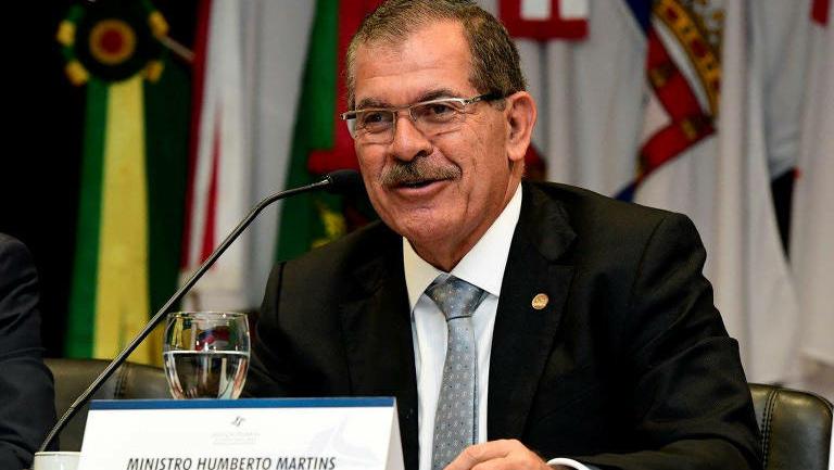 Flávio Bolsonaro banca Humberto Martins para o STF; família Bolsonaro quer André Mendonça