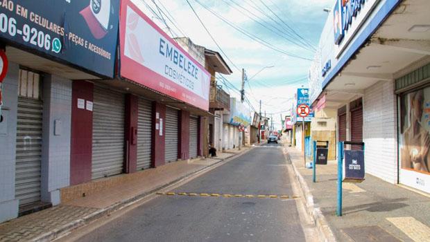 Parceria entre Prefeitura de Trindade e CDL coloca outdoors de conscientização com Covid-19