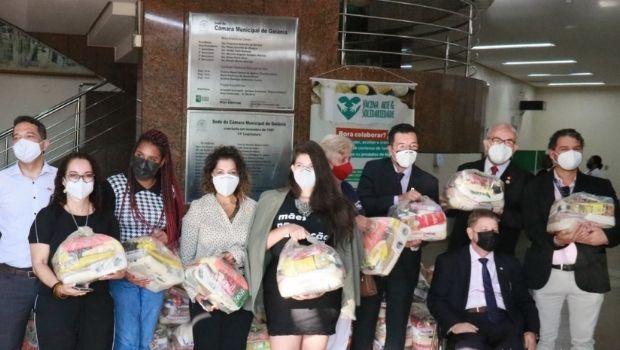 Em ação conjunta, Câmara repassa mais de 3 toneladas de alimentos a famílias afetadas pela crise do coronavírus