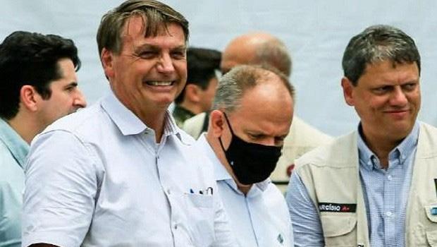 """""""Já está pronto"""", diz Bolsonaro sobre decreto contra isolamento social na pandemia"""