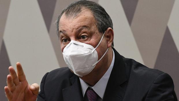 Omar Aziz manda apreender passaporte do empresário Carlos Wizard após ausência na CPI da pandemia