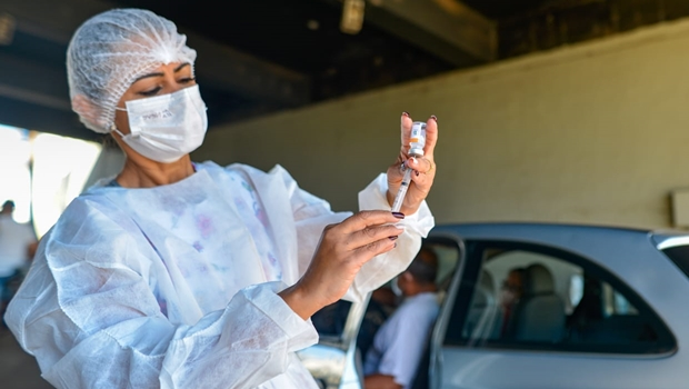 Goiás recebe novo carregamento de vacinas da Pfizer contra Covid-19
