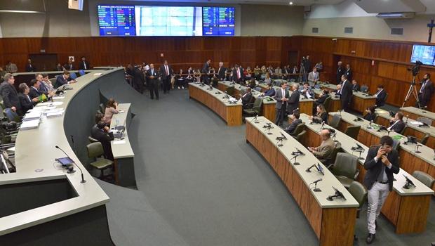 Após conversa entre deputados e Governo, projetos de interesses governistas são aprovados na Alego