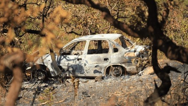 Policiais encontram carro queimado na área de buscas por Lázaro