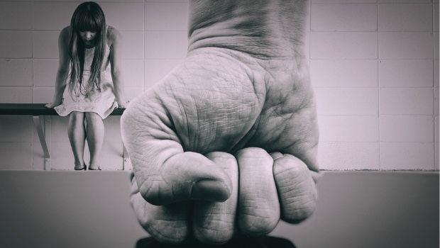 A cada minuto oito mulheres brasileiras são agredidas fisicamente durante a pandemia