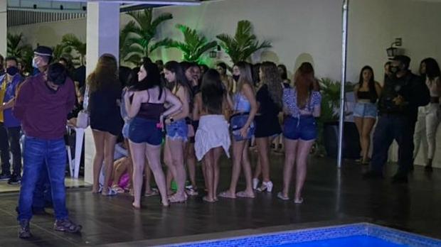 Fiscalização encerra festa clandestina com mais de 100 pessoas no setor Solar Santa Rita