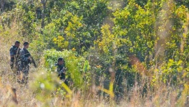 Lázaro é visto mancando enquanto atravessava propriedade rural
