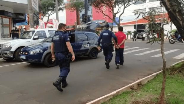 Homem com faca é flagrado durante motociata de Bolsonaro em SC