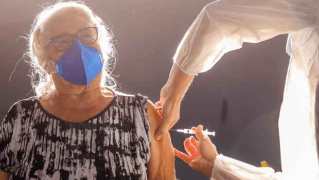 Em Goiânia, idosos com 2ª dose atrasada tem até esta sexta para receberem o reforço