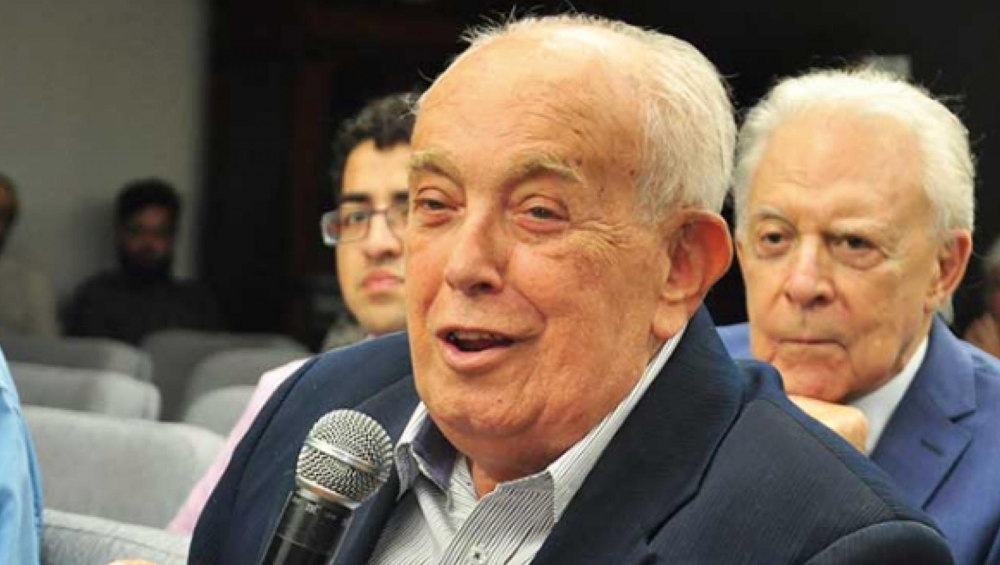 Gilberto Mendonça Teles é patrimônio cultural de Goiás