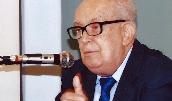 Gilberto Mendonça Teles: do IBGE à consagração literária