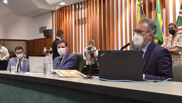 Projeto que prevê adesão de Goiás ao benefício fiscal recebe pedidos de vista na Comissão Mista