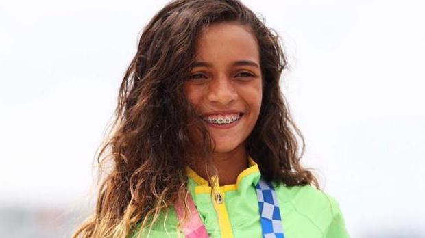 Aos 13 anos, Rayssa Leal se torna a mais jovem medalhista olímpica do Brasil